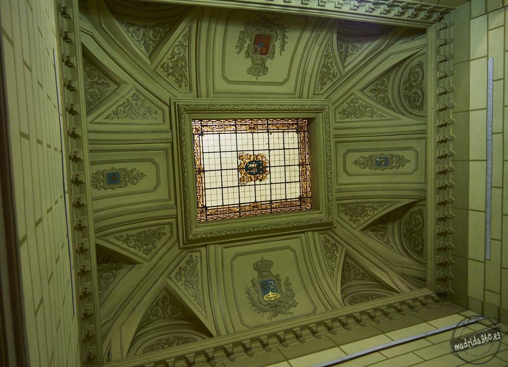Vidriera del techo de la escalera