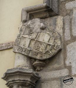 Escudo entrada Plaza de la Villa